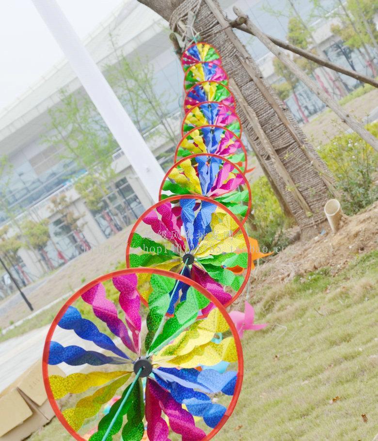 串风车批发风车节公园幼儿园婚礼装饰彩色布艺转盘串风车厂家直销