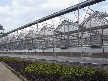 温室大棚造价是多少|太阳能板温室建造