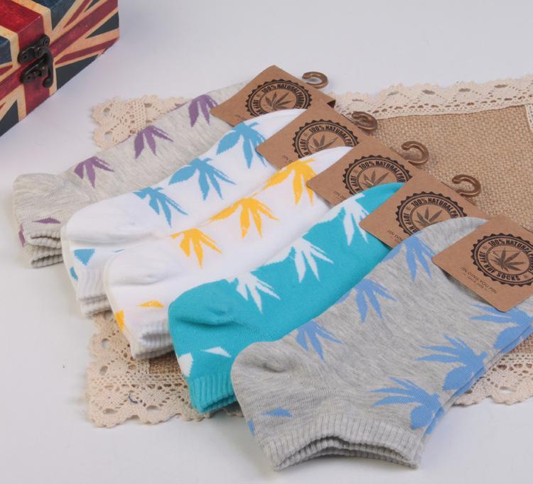 春季新品上市 枫叶款女士袜子 全棉休闲复古浅口低帮袜子厂家批发