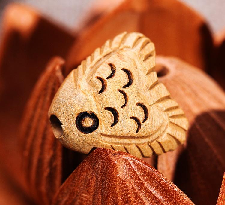 古典动物造型三角鱼工艺摆挂件 纯手工桃木雕刻挂饰配件定制